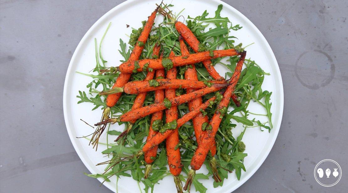 Gegrilde wortels met honing en pesto