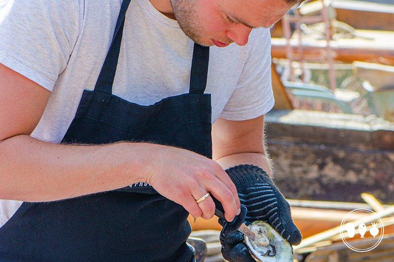 Zo maak je een oester open in vier stappen