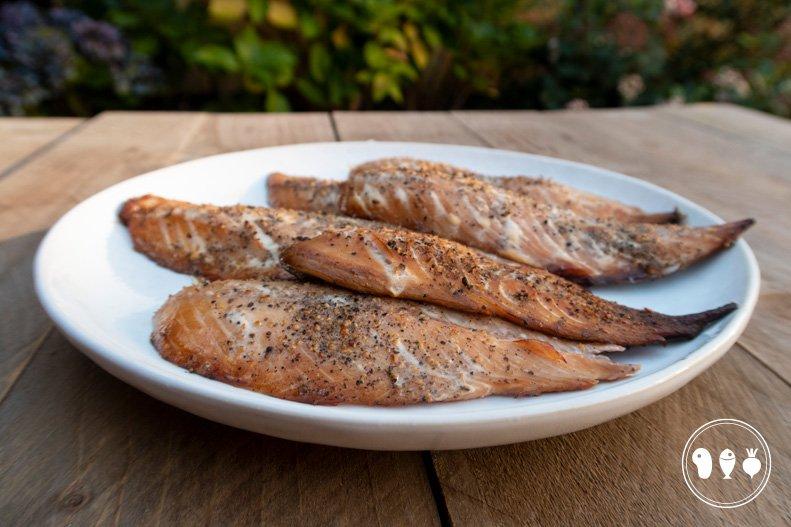 Gerookte makreelfilets met verse peper