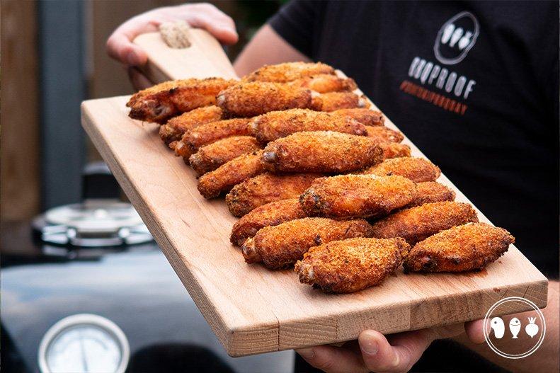 Krokante kippenvleugels met zelfgemaakte chilisaus